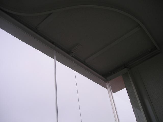 Horní kolejnice-oblouk pro otáčení skel.
